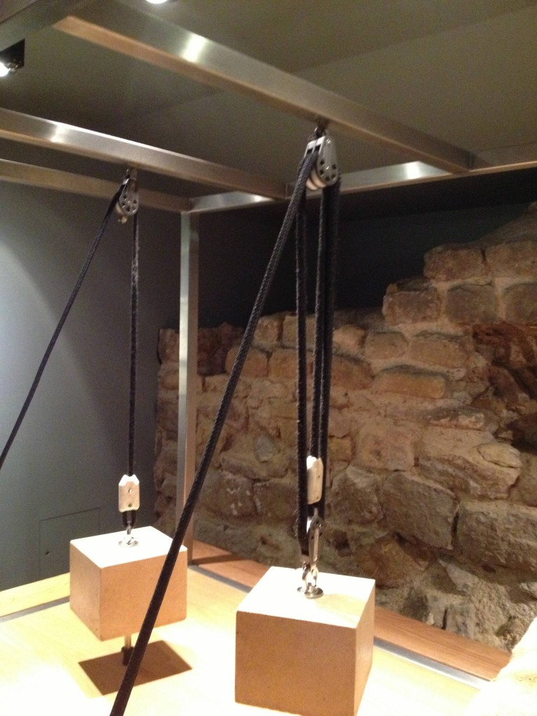 How did the Romans move such huge stone blocks? By using pulleys. The block on the right uses three pulleys and is easier to lift than the one of the left, which uses one.